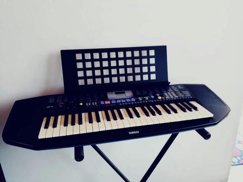 Piano Yamaha Psr78 con Base Y Partitura