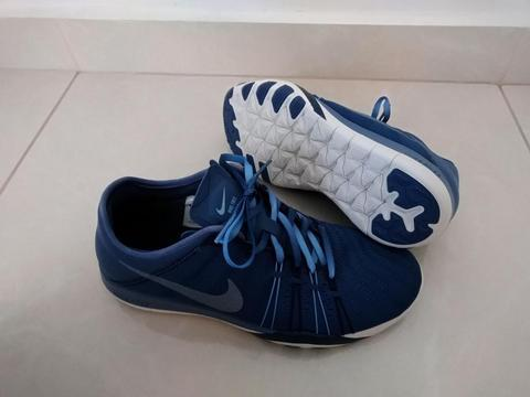 Nike Free TR 6 Training TALLA 7 US COLOR AZUL