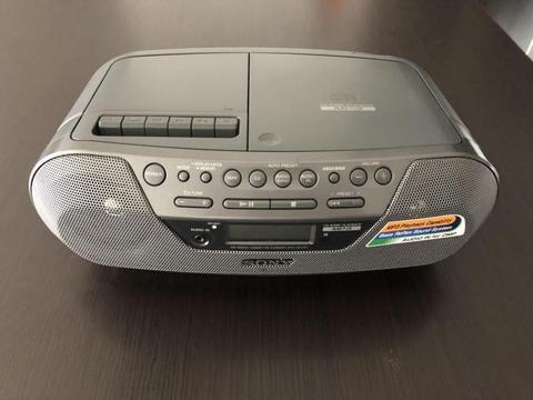 GRABADORA SONY Digital, Cassette y Super Bass