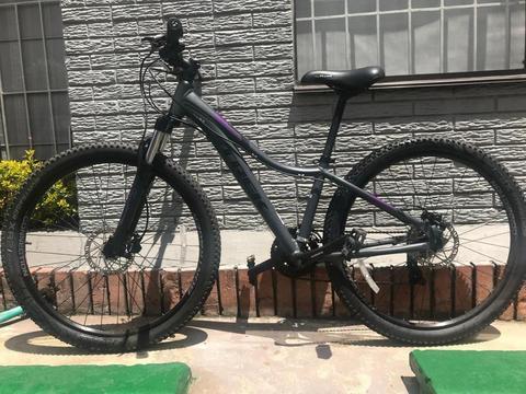 Espectacular Bicicleta de montaña marca TREK